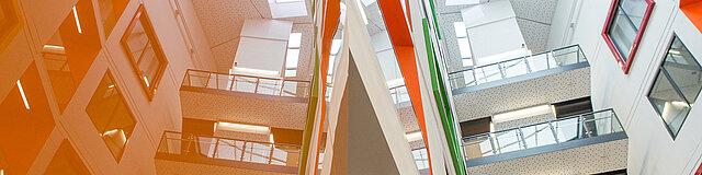 Blick ins Atrium des Erweiterungsbaus in Annaberg-Buchholz