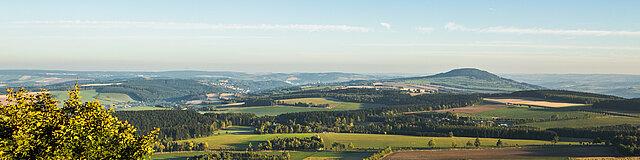 Der Blick vom Bärenstein auf das Erzgebirge.
